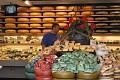 Proto jsou tu všude kam se podíváte sýry ... Nelze jinak a taky si musíme nějaký dobrý koupit ...