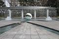 """Ještě, že zde pamatují na klidné a relaxační místa - vodní fontány před """"Palace Hotel"""""""