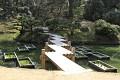 Mostíky jsou nepostradatelnou součástí japonských vodních zahrad ...