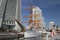 A co plachetnice - můžete si prohlédnout zdejší muzeum námořnictva...