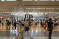 Většina Japonců o volném čase ráda cestuje a tak se nedivme přeplněným přestupním stanicím i o víkendu ...