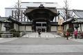 A tady už stojím před chrámovým komplexem Niši a Higaši Hongandži ... To co vídíte vzadu nejsou průmyslové haly, ale probíhá tu rekonstrukce objektu skrytě před zraky veřejnosti - no, to aby do toho památkáři a turisti nekecali, to se a ví, ne ...