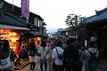 """Uličky jsou přeplněné turisty jako na """"staromáku"""", jenže tady se prodávají originál řemeslné výrobky """"MADE IN JAPAN"""" a ne """"matrjošky či beranice - Šmade from China"""" ... Japonci jsou hrdi na své tradice a umění ..."""
