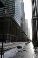 Střed Tokya je plný výškových budov - mrakodrapů, sídla velkých bank a nadnárodních kooperací - sem dolů ani sluníčko nezasvítí ...